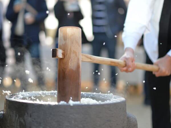 盛大搗米大會一起吃熱乎乎現搗的日本糯米團